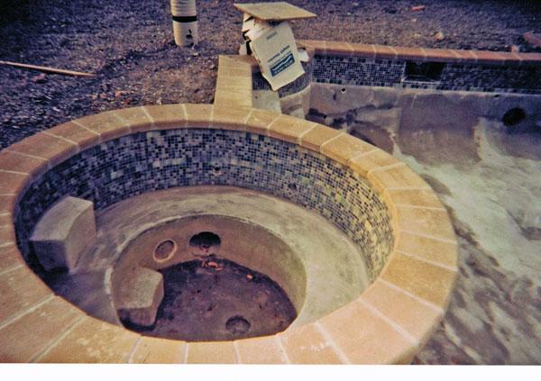 R alisations de ma onnerie de piscine en b ton laval qu bec spa fontain - Construire un jacuzzi en beton ...